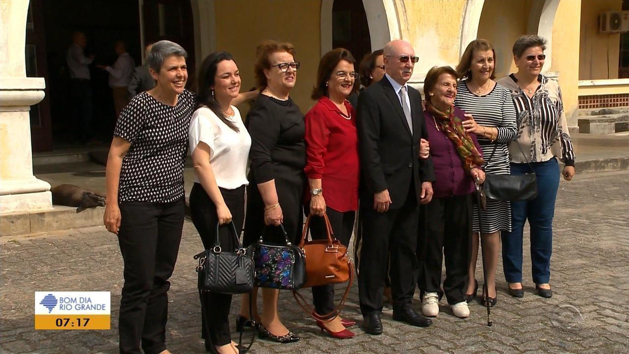 Após 50 anos, turma da UFPel se reúne para cerimônia de colação de grau
