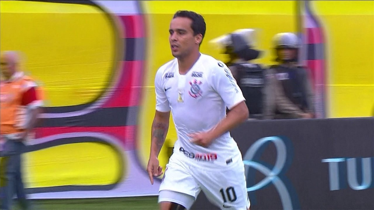 fb1433d71b3c6 Gol do Corinthians! Jadson acerta um belo chute e empata