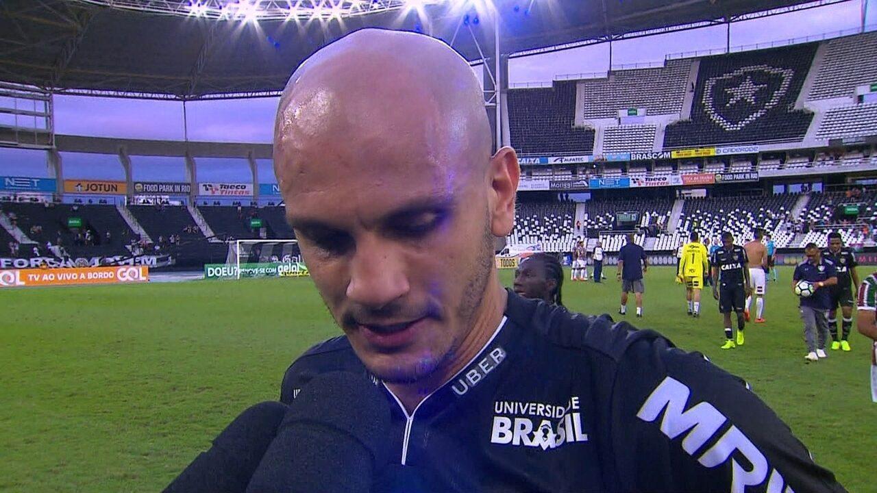 Fábio Santos lamenta derrota e pênalti perdido: