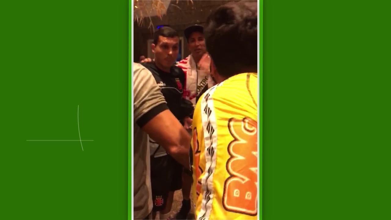 Torcedores do Vasco cobram jogadores no hotel após a derrota para o Sport