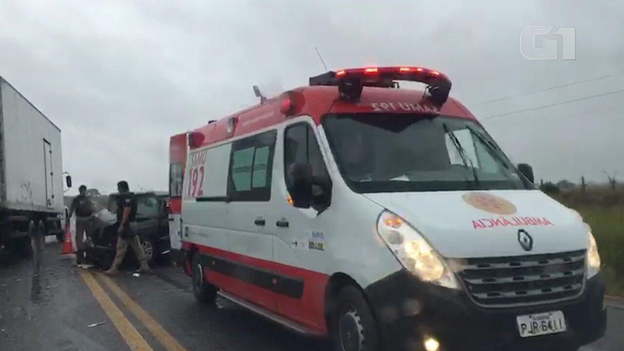 Acidente com dois carros na BR-367 em Eunápolis