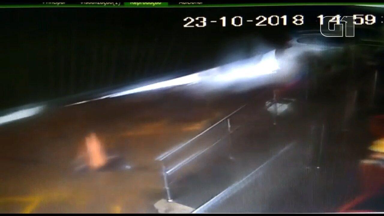 Telhado de posto de combustíveis cai durante o temporal no Paraná