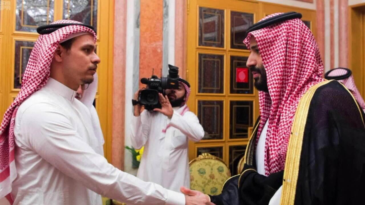 Rei saudita recebe filho de Jamal Khashoggi e imagens causam revolta