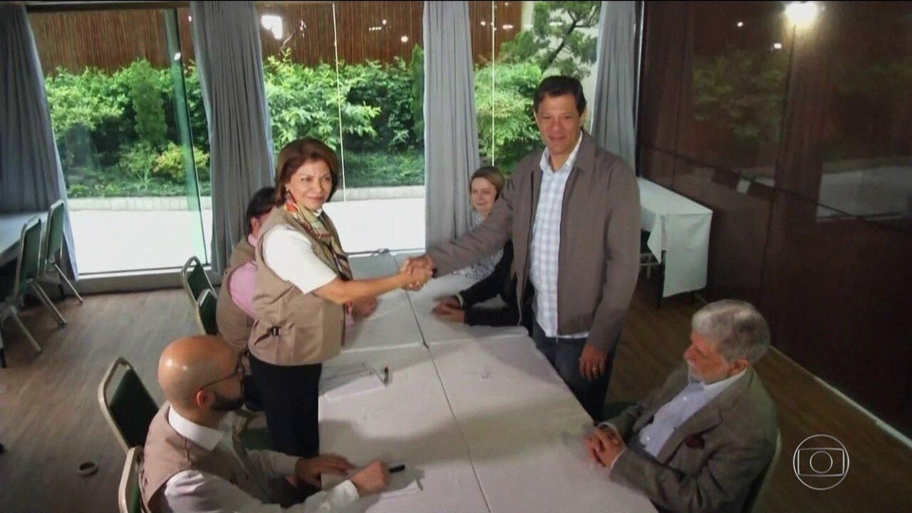 Candidato do PT, Fernando Haddad, se reúne com representantes da OEA