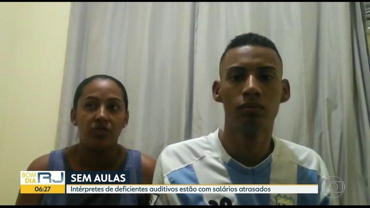 Resultado de imagem para Atraso do salário de intérprete de libras prejudica alunos com deficiência auditiva