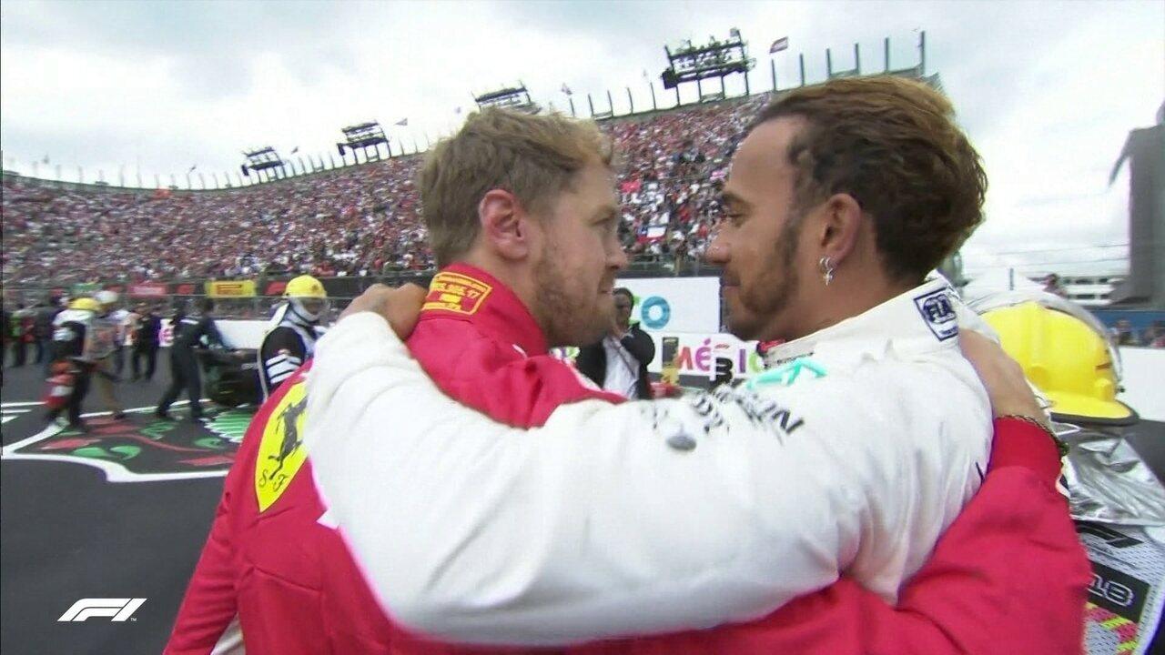 Vettel abraça Hamilton e mostra fair play