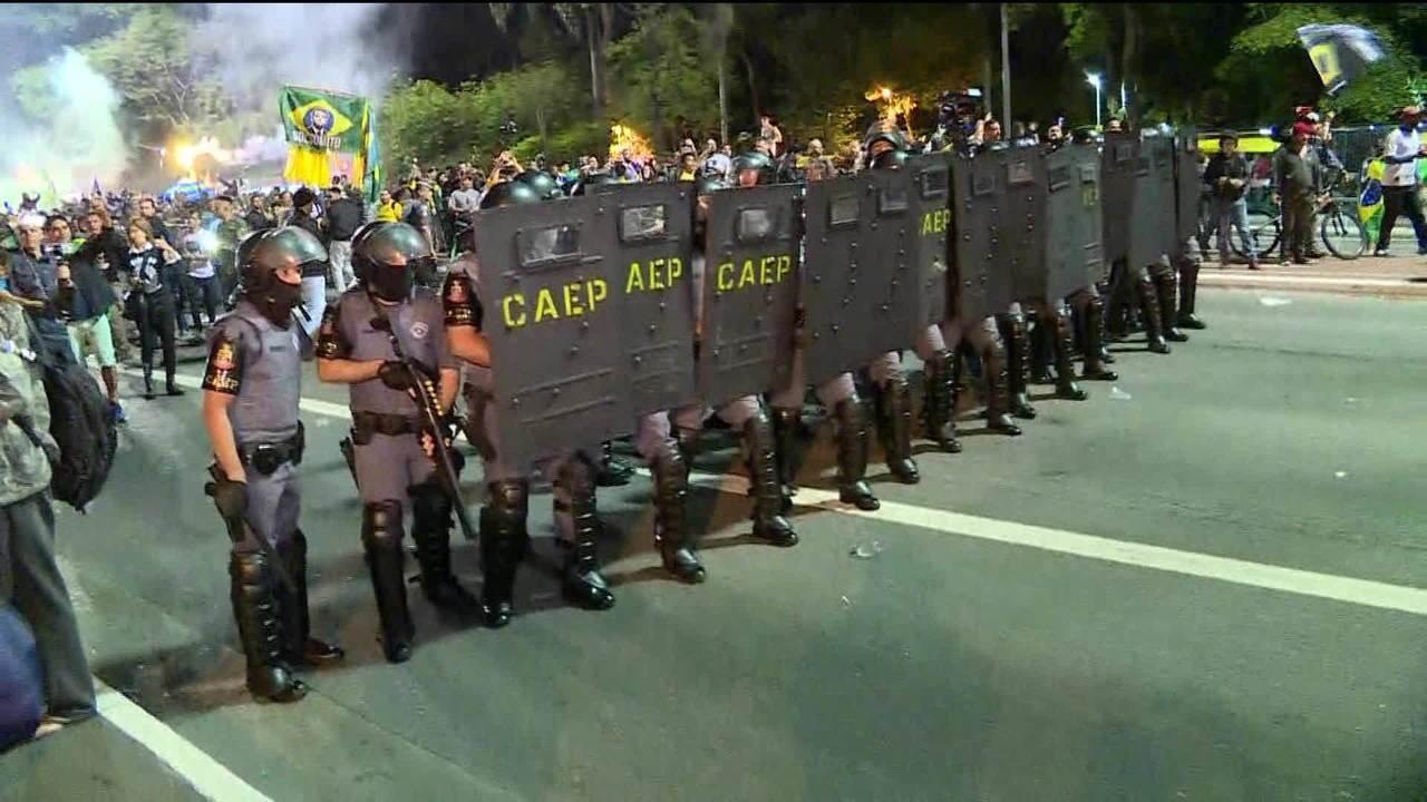 Avenida Paulista registra tumulto durante comemoração pela eleição de Bolsonaro