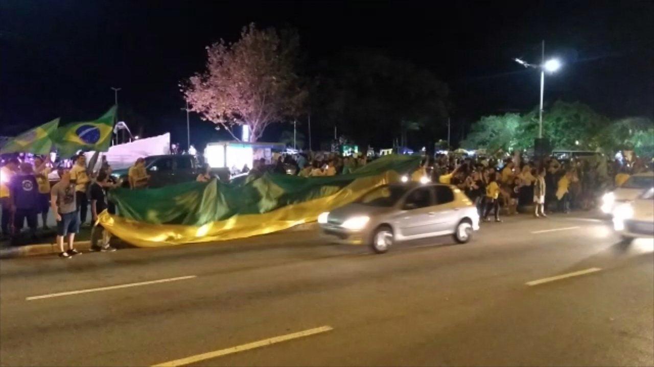 Eleitores de Comandante Moisés celebram vitória no Centro de Florianópolis
