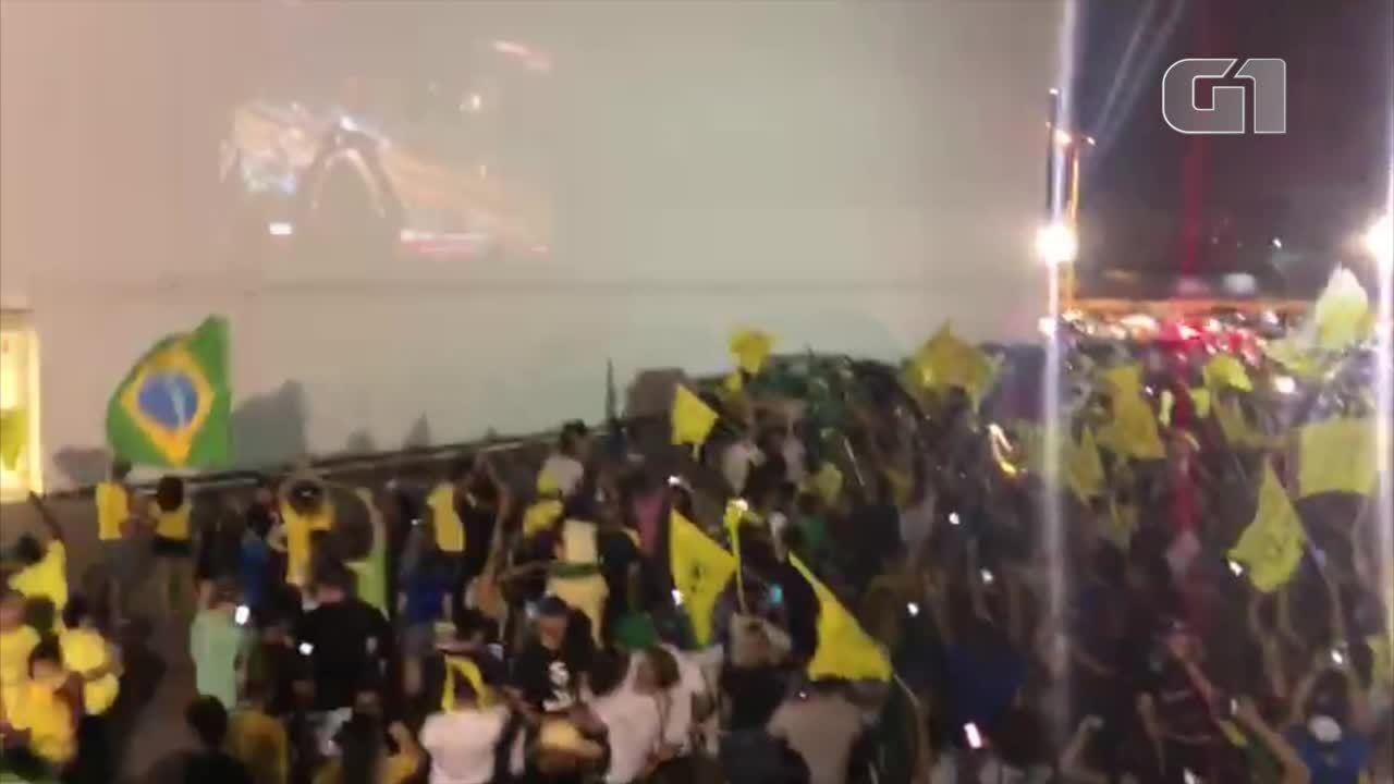 Moradores de Palmas comemoram vitória de Jair Bolsonaro como presidente da República