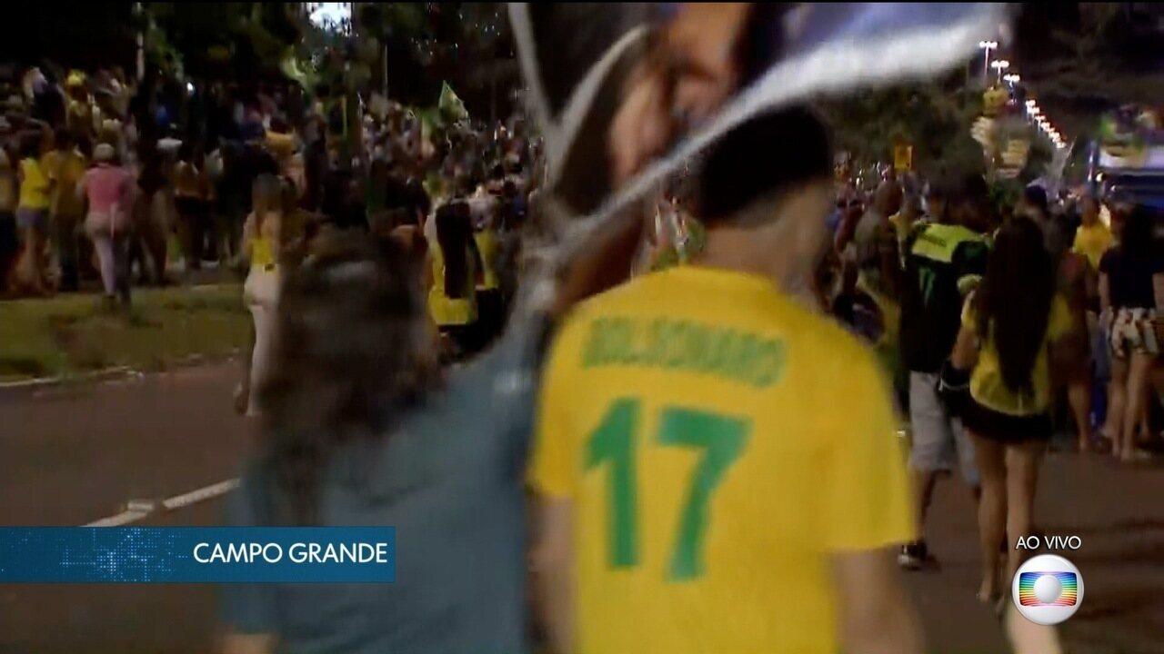 Eleitores de Campo Grande comemoram vitória de Jair Bolsonaro nos altos da Afonso Pena