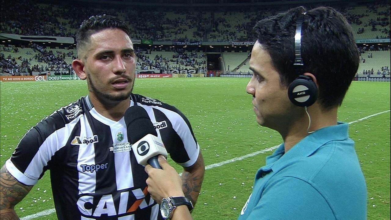 Autor de gol da vitória, Leandro Carvalho se emociona: