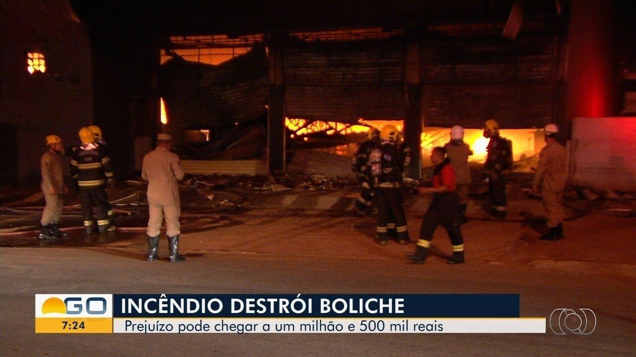 Incêndio destrói boliche em Aparecida de Goiânia; dono avalia prejuízo de R$ 1,5 milhão