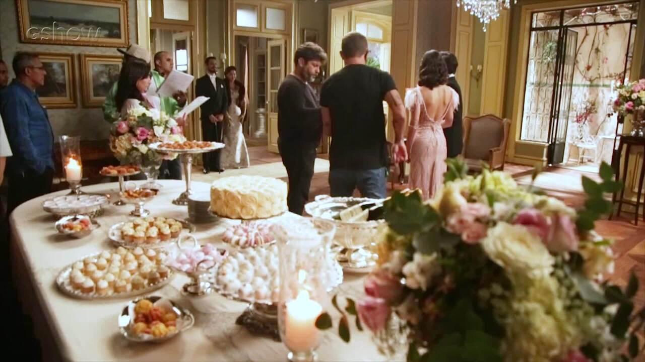 Rafael Cardoso apresenta bastidores em festa da Julia de Espelho da Vida
