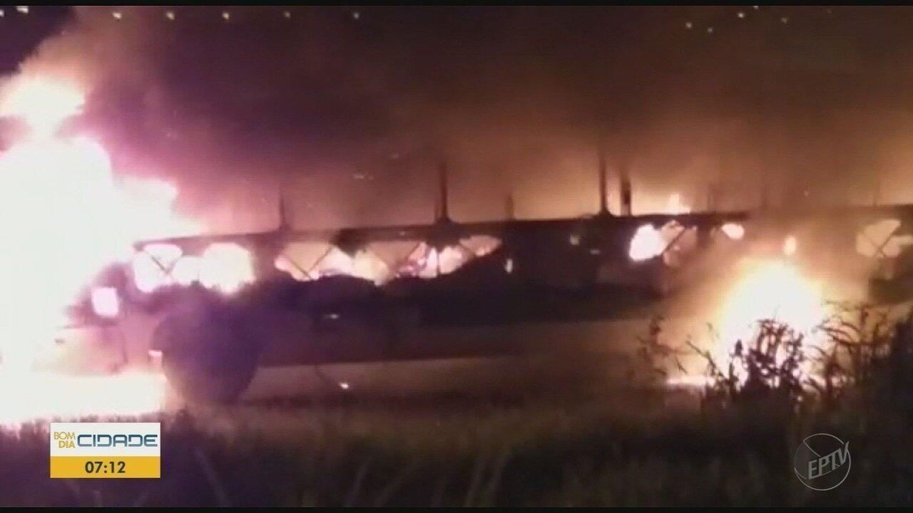 Ônibus é incendiado no bairro Jamil Cury em Ribeirão Preto, SP