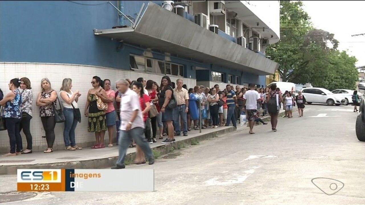 Mulheres enfrentam fila para fazer exame de câncer de mama