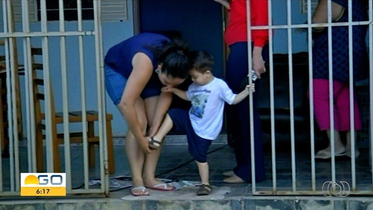 Resultado de imagem para Família luta para conseguir tratamento para meninio com doença rara nos rins, em Anápolis