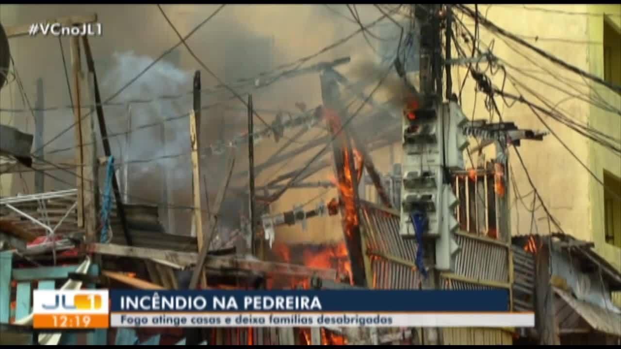 Incêncio atinge vila de casas na travessa Timbó