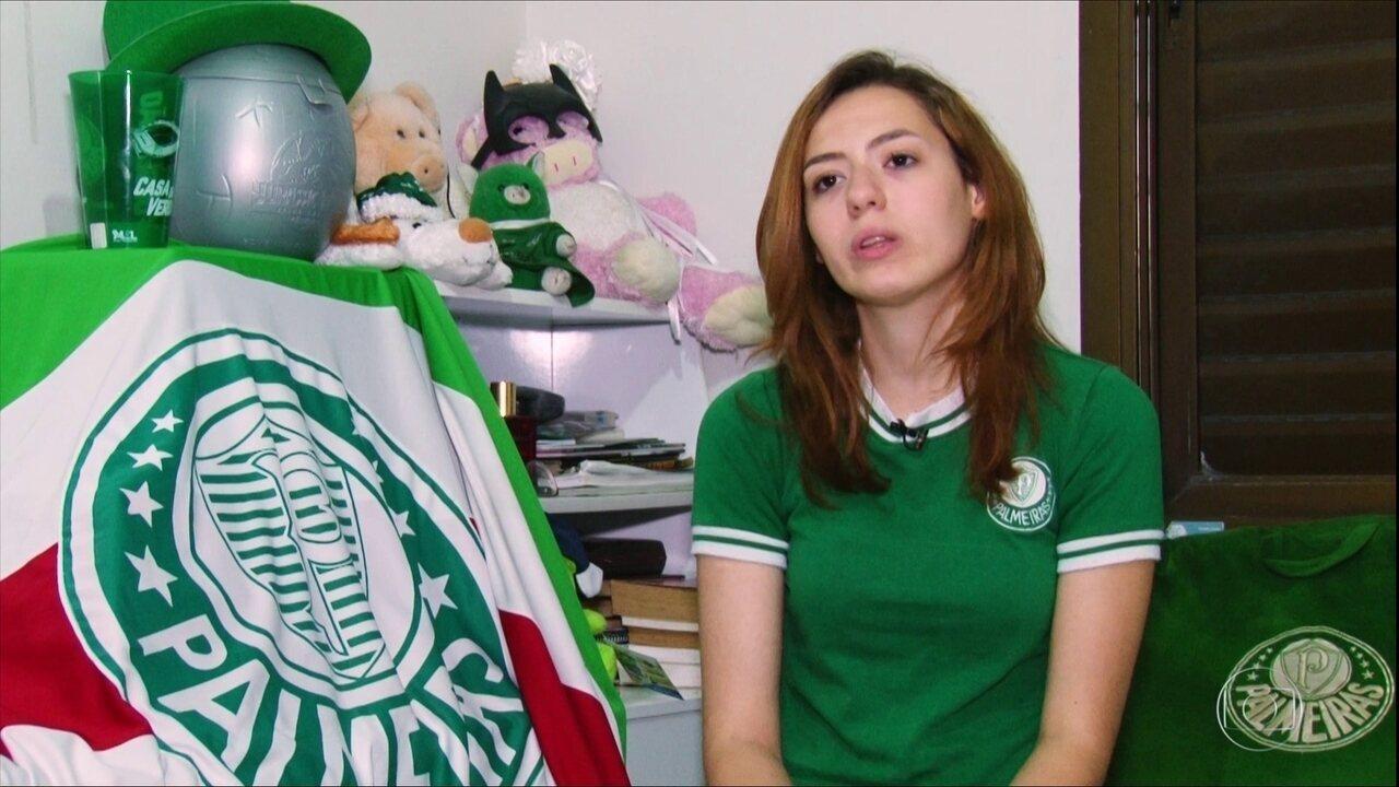 Torcedora fanática pelo Palmeiras chama atenção nas arquibancadas