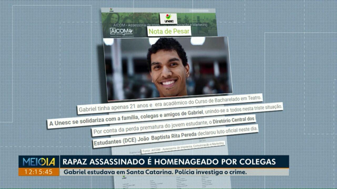 Rapaz assassinado é homenageado por colegas de universidade