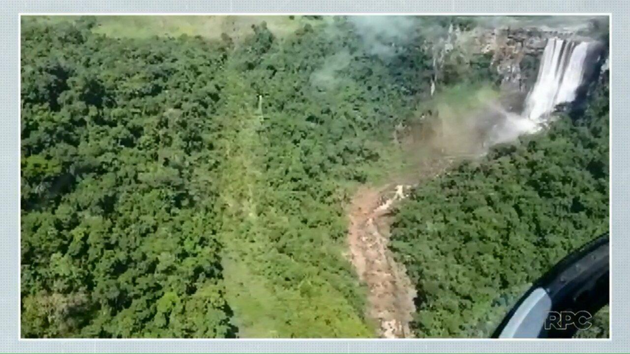 Três homens foram resgatados no Salto do Apucaraninha depois de 20 horas.