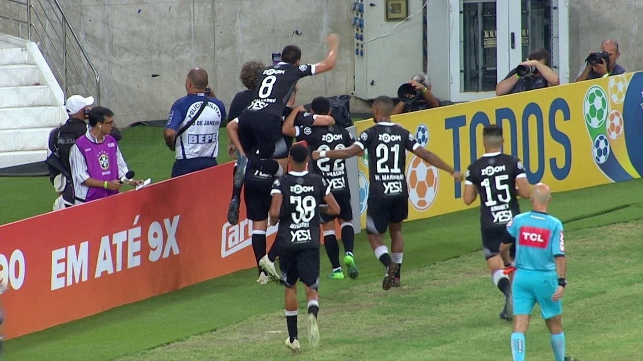 Gol do Vasco! Maxi López marca em cobrança de pênalti aos 13 do 2º tempo