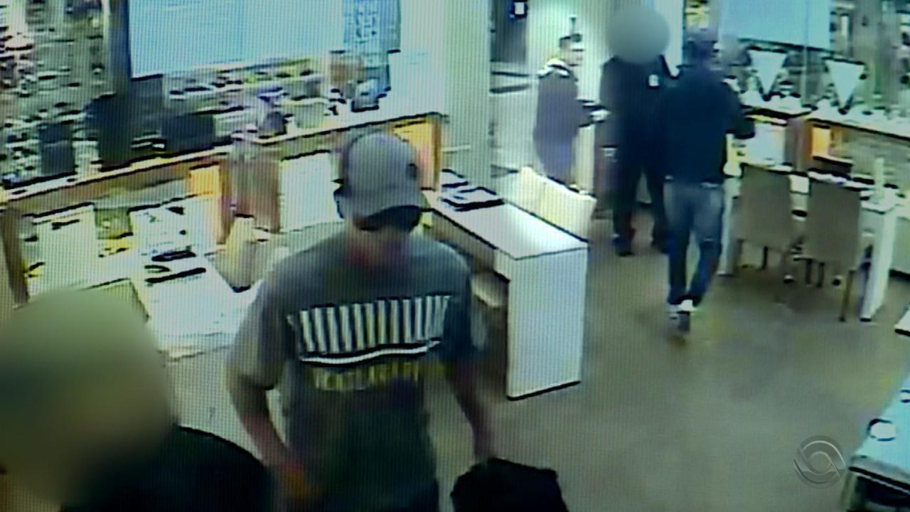 c2ab5d689cb Polícia Civil divulga imagens de assalto a joalheria em shopping de ...