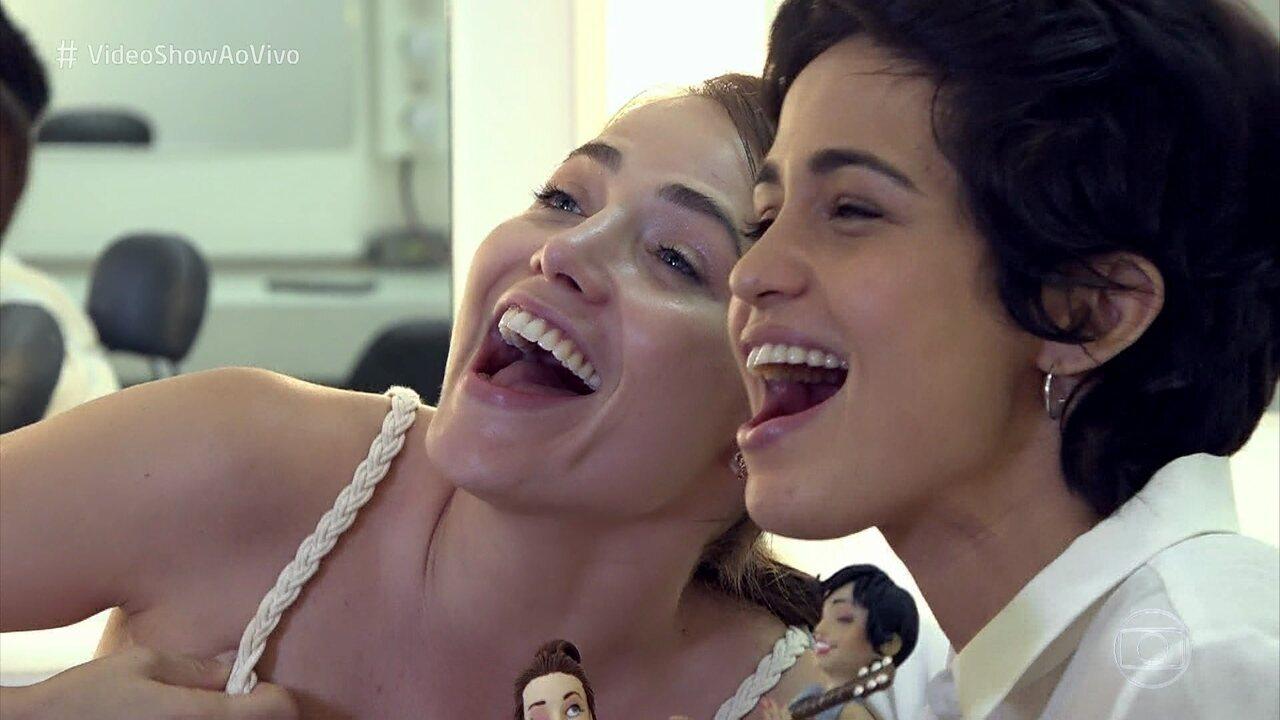 Nanda Costa e Letícia Colin trocam presentes e declaram amizade no 'Vídeo Show'
