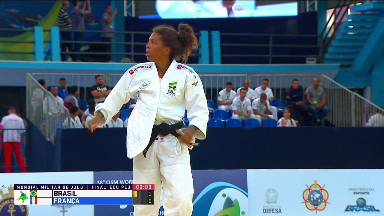 Rafaela Silva vence a francesa Helene Receveaux no Mundial Militar de Judô