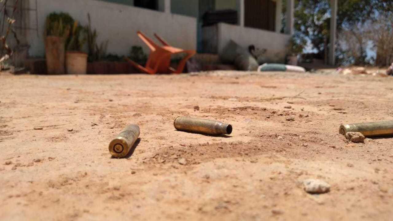 Vídeo mostra casa revirada e muito sangue no local onde foram mortos 11 suspeitos em AL