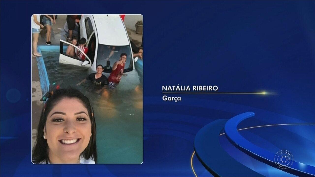Selfie com carro dentro da piscina viralizou na internet, assim como o vídeo do resgate do veículo