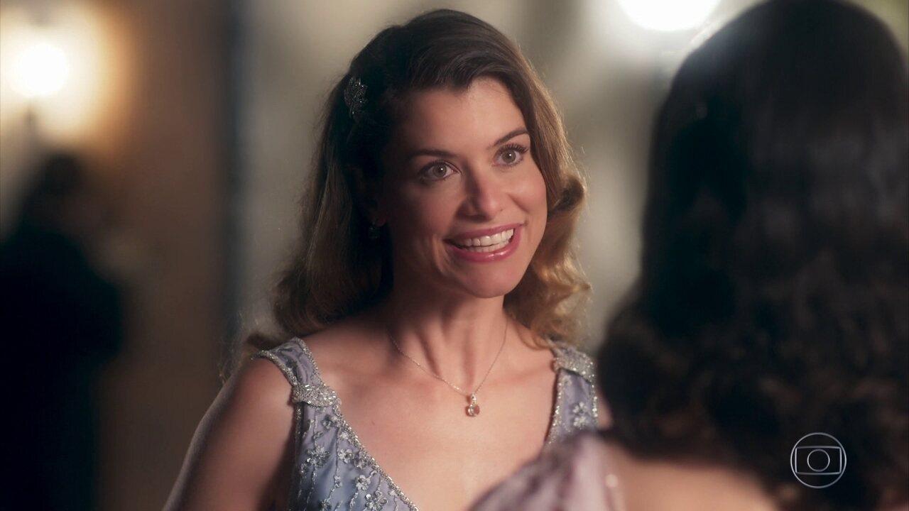 Cris descobre que Isabel é Dora na época de Julia Castelo