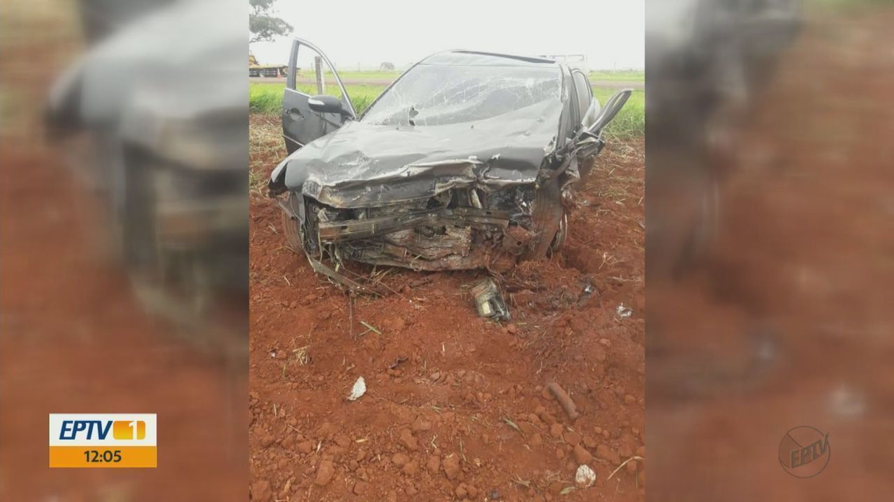 Acidente mata 2 pessoas e fere outras 4 na Rodovia SP-215 em Santa Cruz das Palmeiras