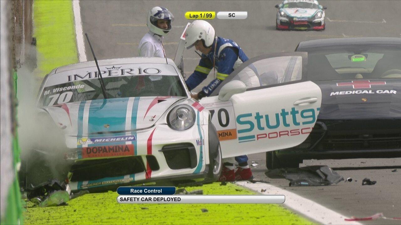 Piloto da Porsche Cup sofre acidente e é retirado de helicóptero de Interlagos