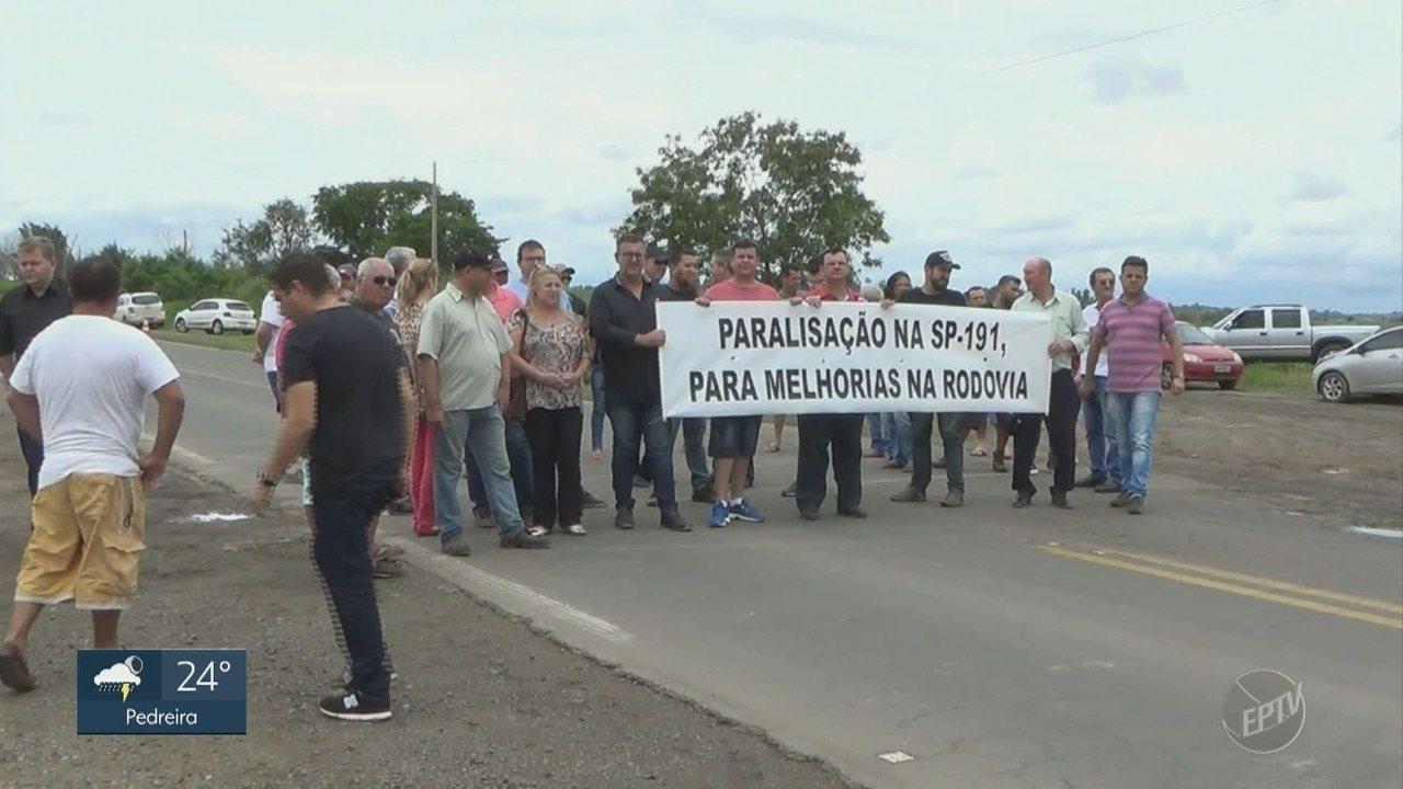 Moradores protestam contra má situação da rodovia que liga São Pedro a Charqueada