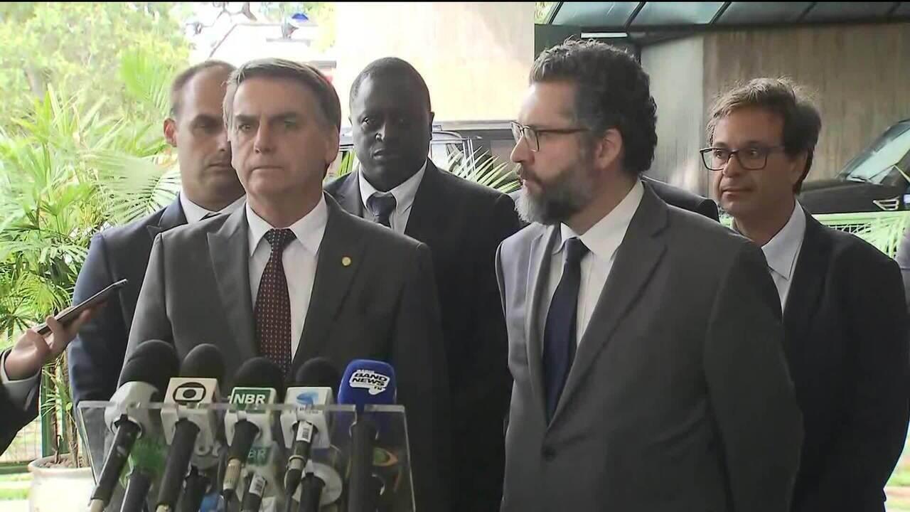 Em coletiva, Bolsonaro fala sobre indicação ao Itamaraty e Mais Médicos