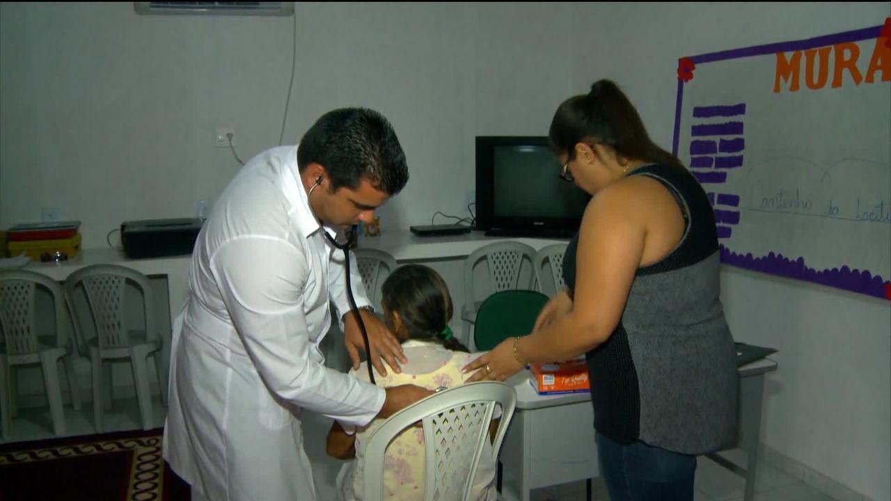 Cuba anuncia saída do programa Mais Médicos após exigências de Bolsonaro