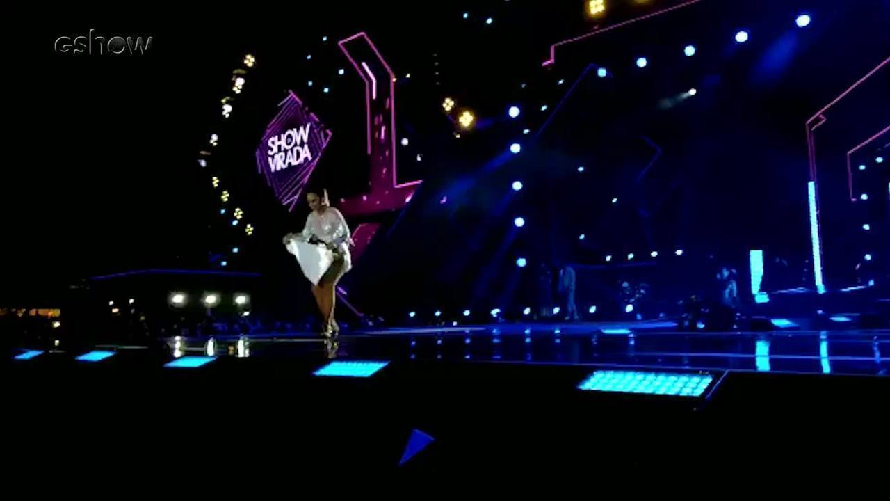 Gente como a gente: Ivete enxuga o chão do palco :)