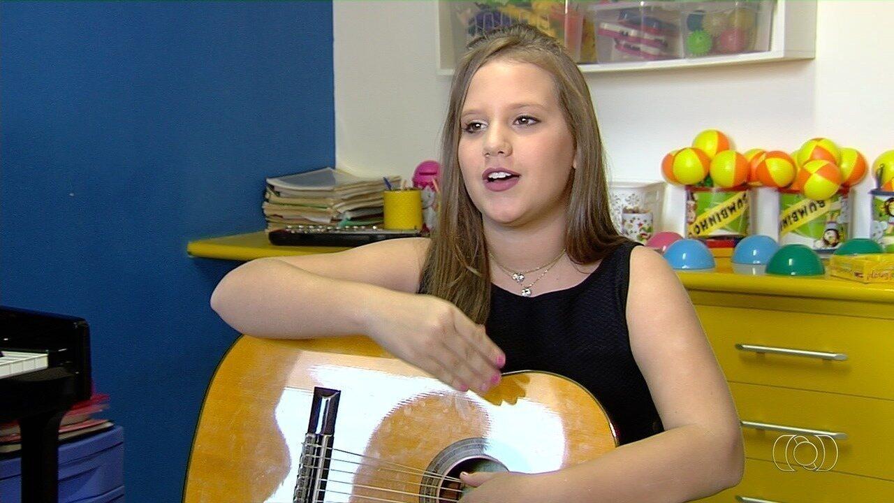 Conheça Laura Alves Pequeno, uma das semifinalistas do Novos Talentos da Música Kids