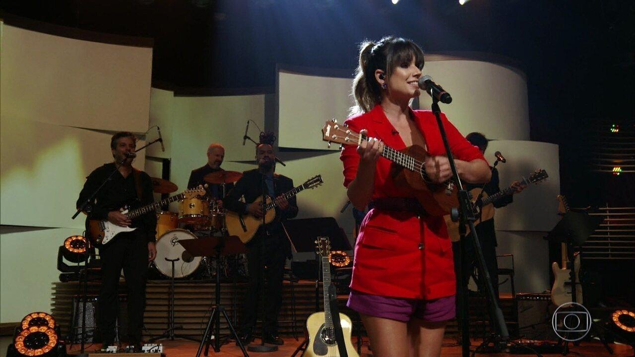 Paula Fernandes canta 'Me Queimo Sem Você'