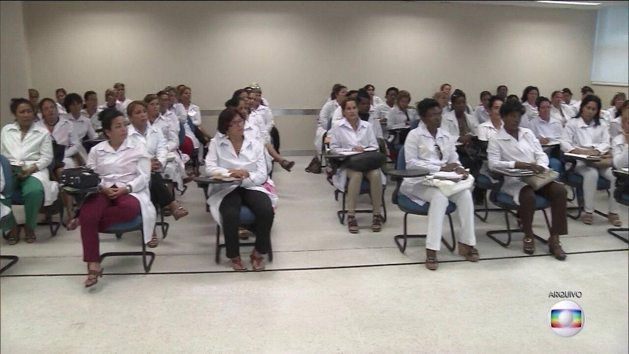 Mais de 900 médicos fazem exames para validar o diploma no Brasil