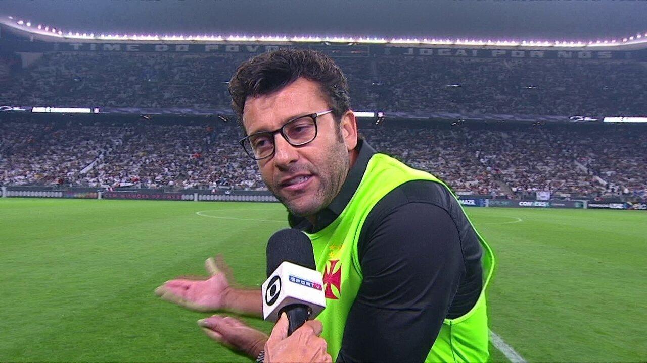 Alberto Valentim é expulso ao fim do primeiro tempo e reclama de bronca antiga do árbitro
