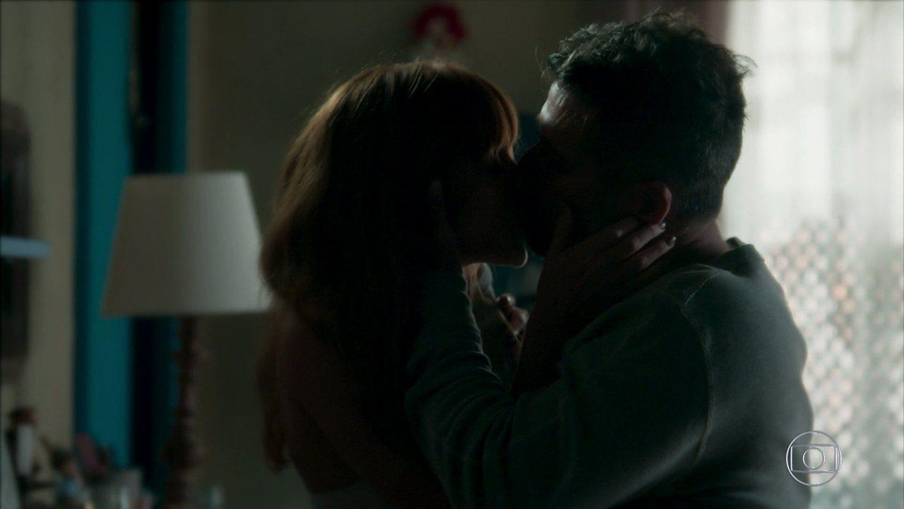 Luz pede que Gabriel a beije novamente