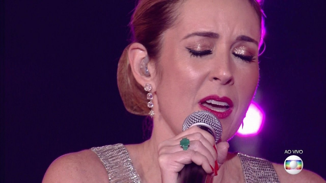 Renata Capucci cantou 'Eu Sei Sei Que Vou Te Amar'