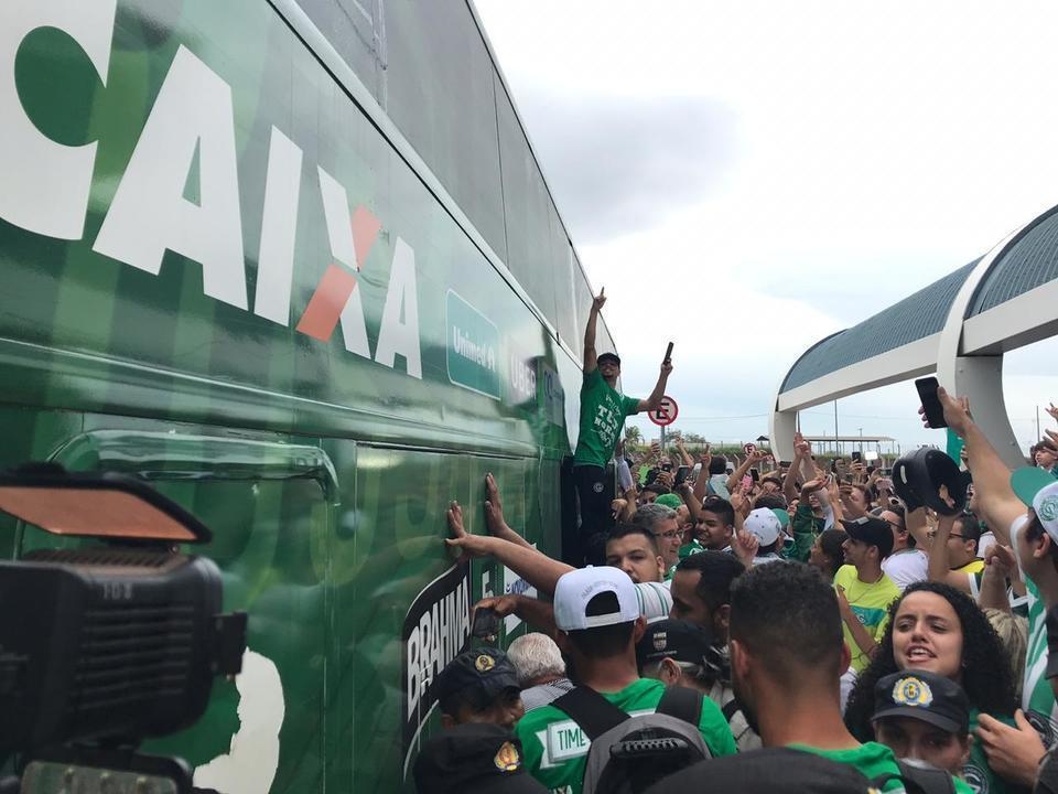 Goiás é recebido com festa após conquista do acesso para a Série A ... db712f78edfed