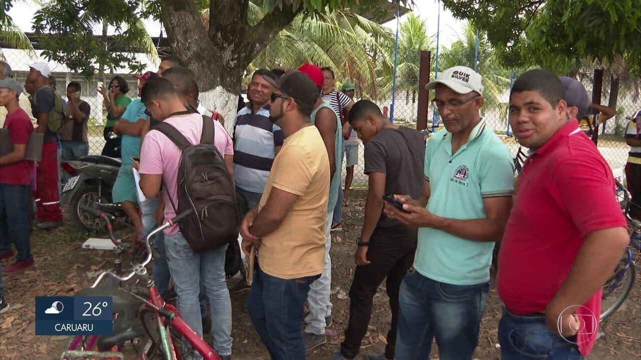 Milhares de pessoas buscam supostas vagas de emprego no Grande Recife