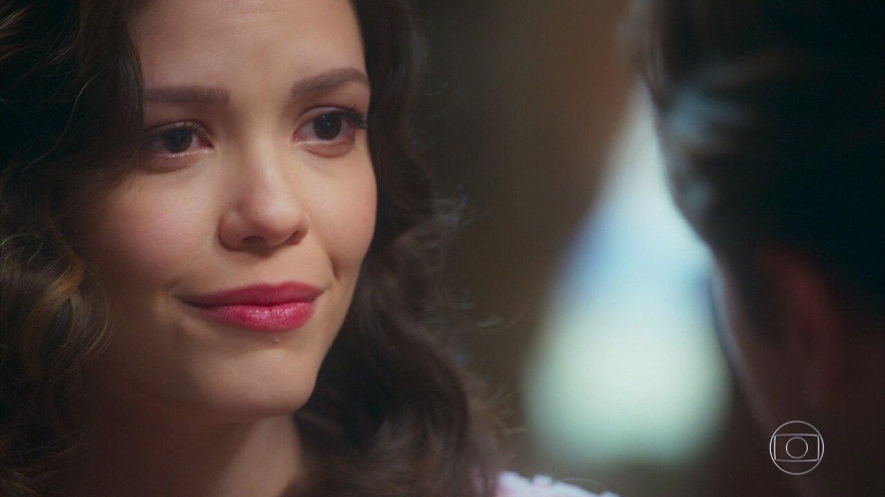 Danilo (Rafael Cardoso) diz a Julia (Vitória Strada) que vão viver juntos para sempre, na novela 'Espelho da Vida'