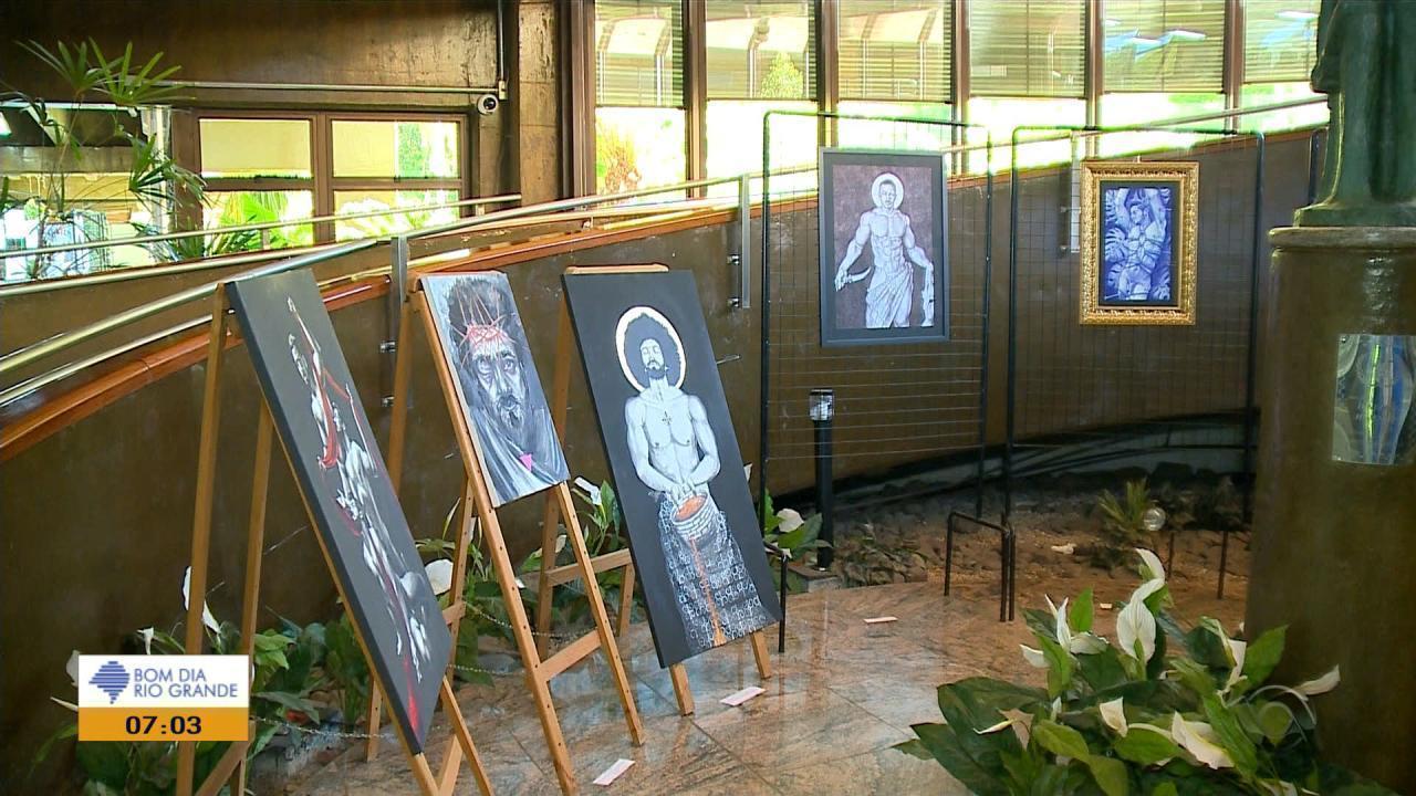 Prefeito de Caxias do Sul suspende visitas de escolas em exposição com  imagens de nudez 8b8b85a98f8