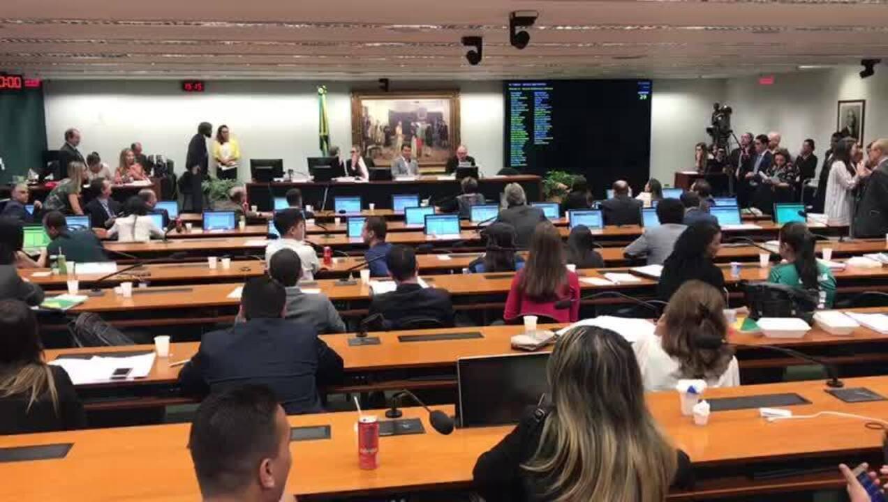 Momento da leitura do parecer do deputado Flavinho (PSC-SP) no projeto escola sem partido