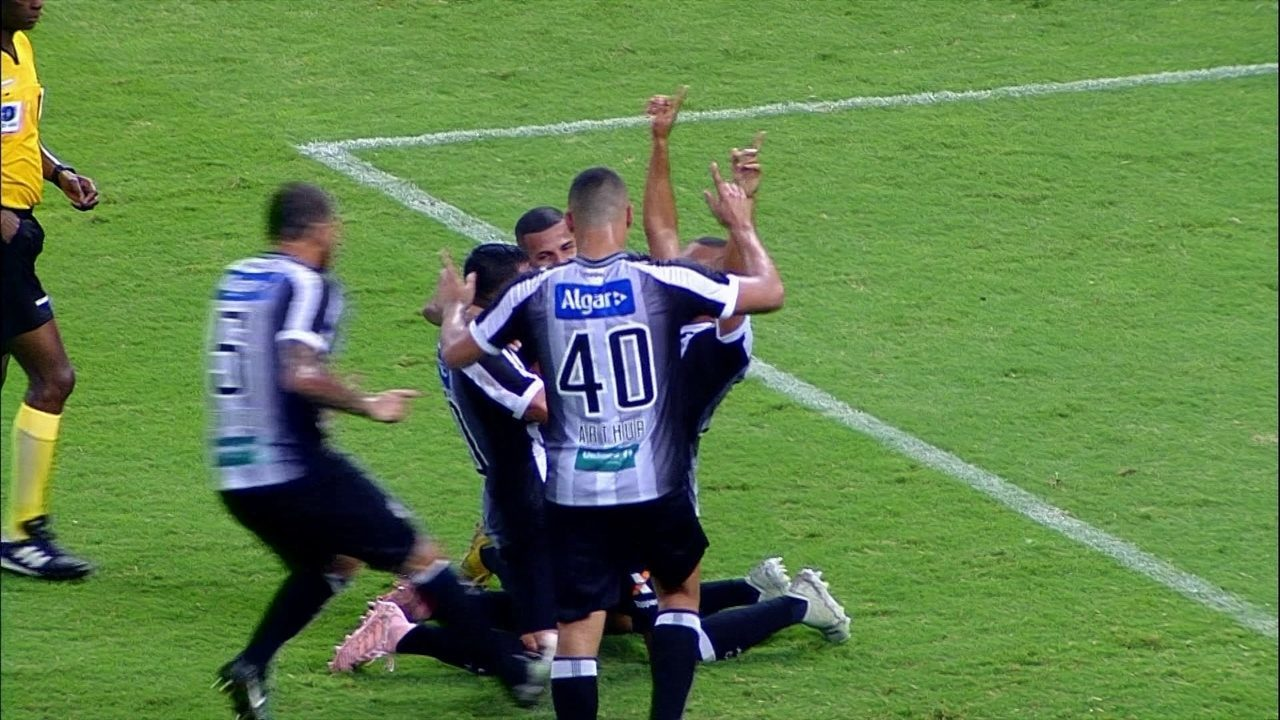 Gol do Ceará! Juninho bate o pênalti com categoria e abre o placar aos 32 do 1º