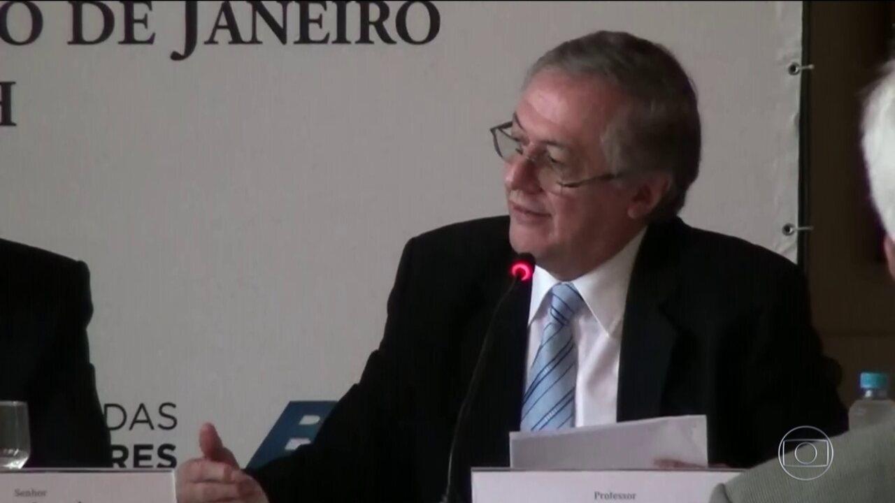 Bolsonaro anuncia Ricardo Vélez Rodríguez como ministro da Educação